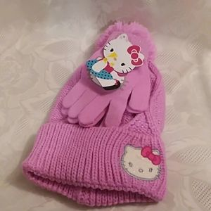 HELLO KITTY Girls winter hat and gloves set.